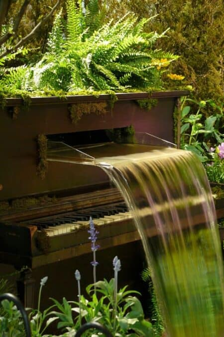 Water Fountain Piano 2 - Garden Decor - 1001 Gardens
