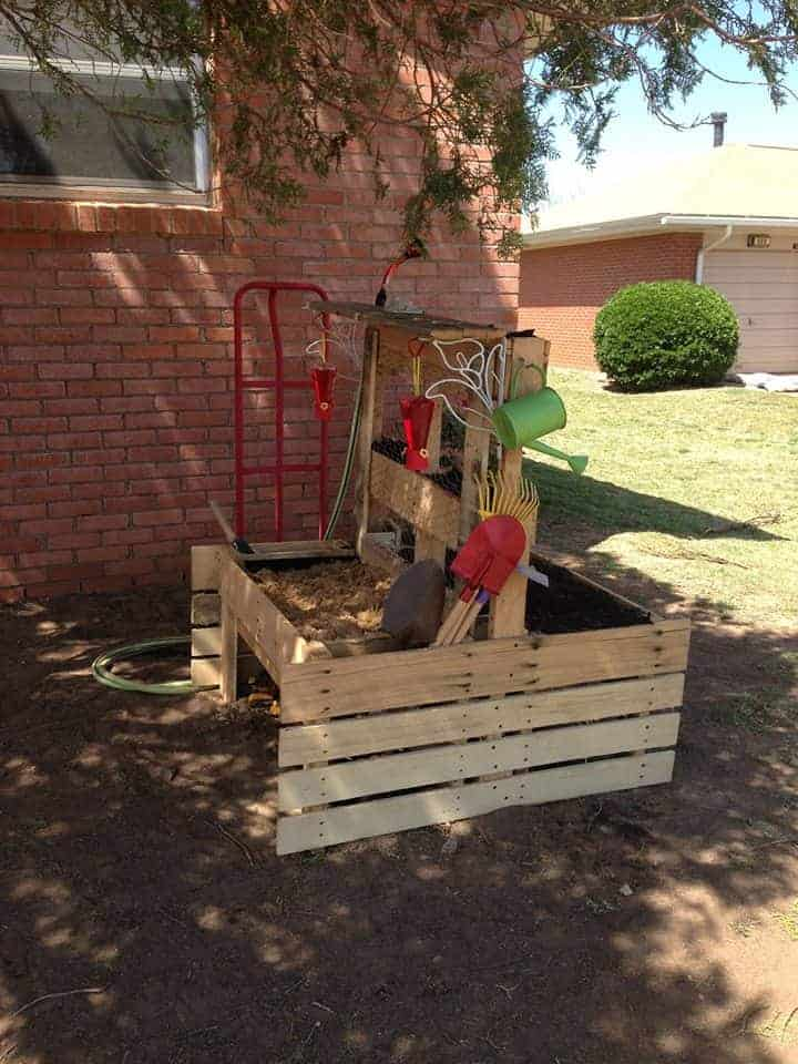 Pallet Planter and Sandbox Flowers, Plants & Planters Garden Pallet Projects & Ideas
