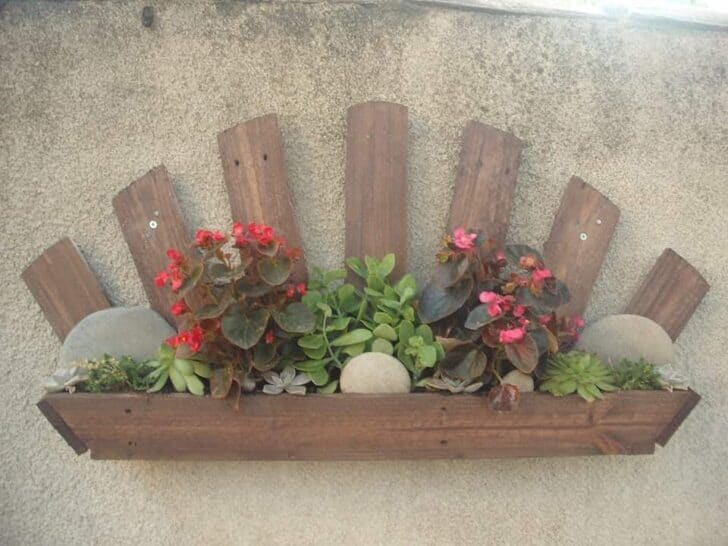 Pallet Wall Planter - garden-pallet-projects-ideas, flowers-plants-planters