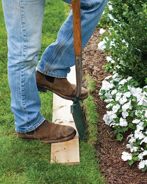 Easy Way to Edge a Lawn - landscaping, flowers-plants-planters