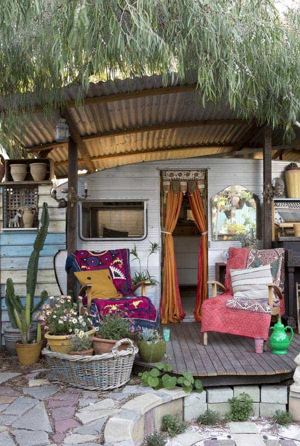 Caravan and Exterior 1 - Garden Decor - 1001 Gardens