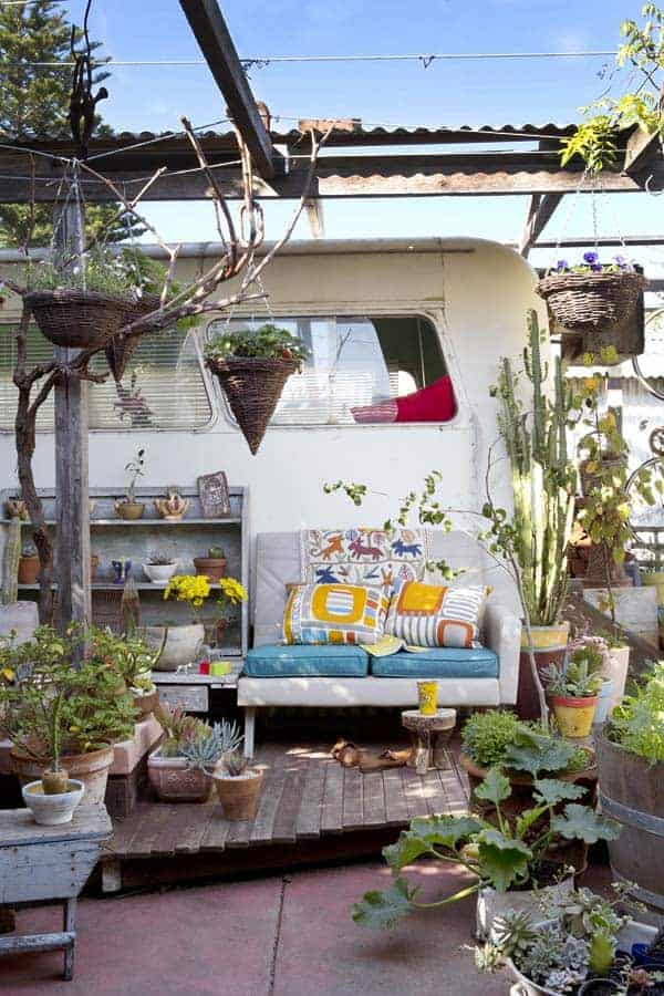 Caravan and Exterior 3 - Garden Decor