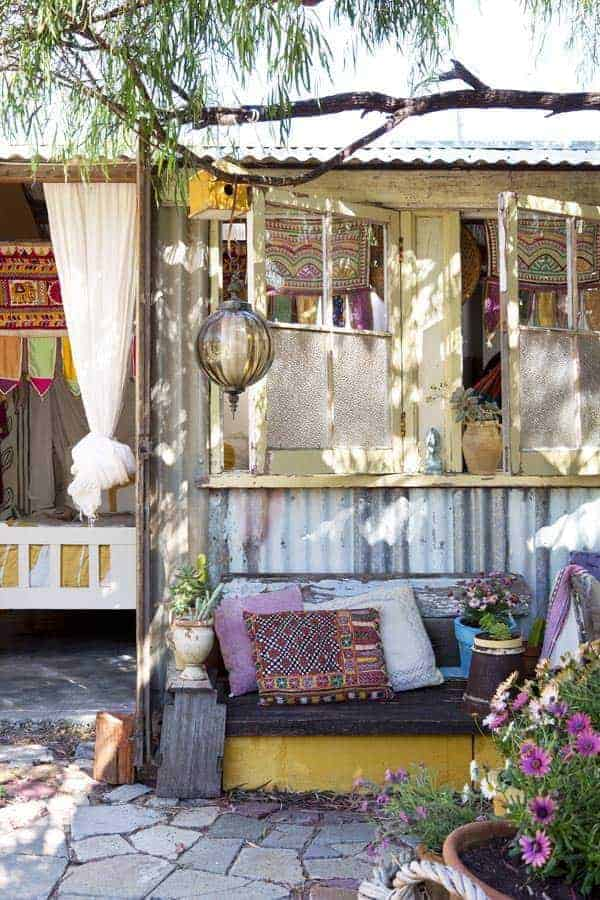 Caravan and Exterior 6 - Garden Decor