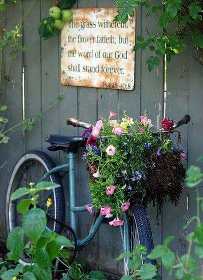 garden wall Turn your old bike into an original garden decoration in decoration 2  with reused repurposed planter garden decoration bike