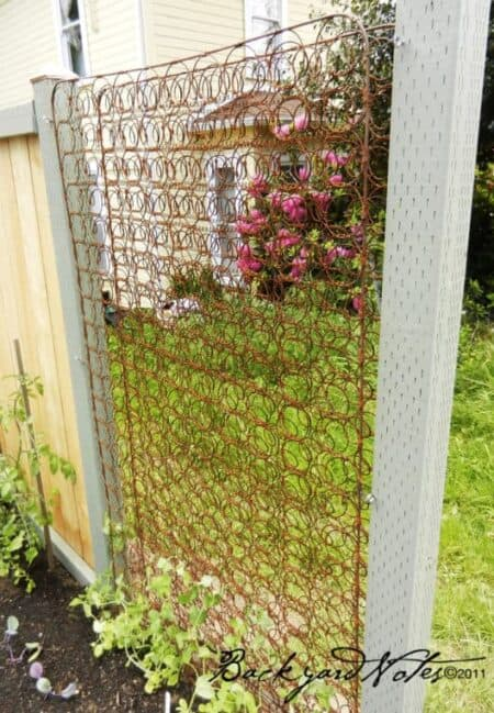 Mattress Springs Trellis 5 - Privacy Fences & Garden Gates - 1001 Gardens