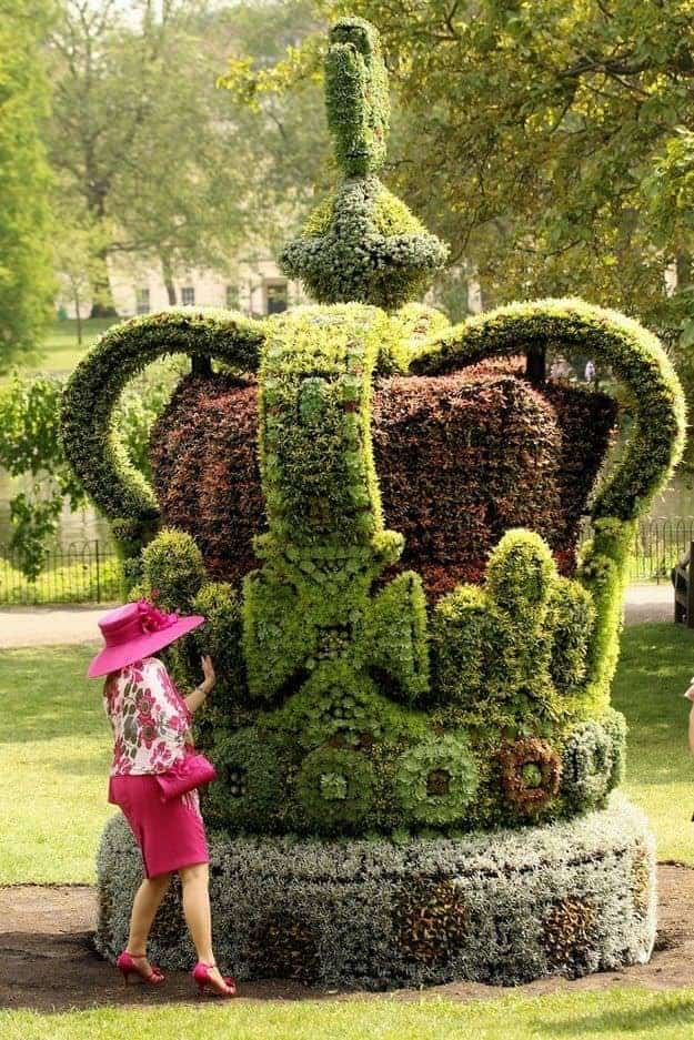 Top 20 Sculptural Topiaries 1 - Garden Decor - 1001 Gardens