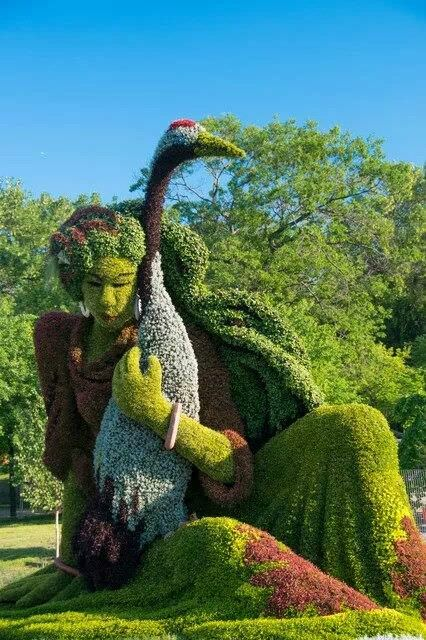 Top 20 Sculptural Topiaries - garden-decor