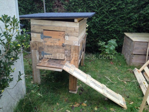 8 pallet chicken coops 1001 gardens Chicken coop from pallet wood