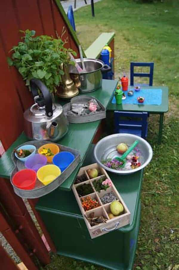 20 Mud Kitchen Ideas for Kids 12 - Kids Playhouses & Playgrounds - 1001 Gardens
