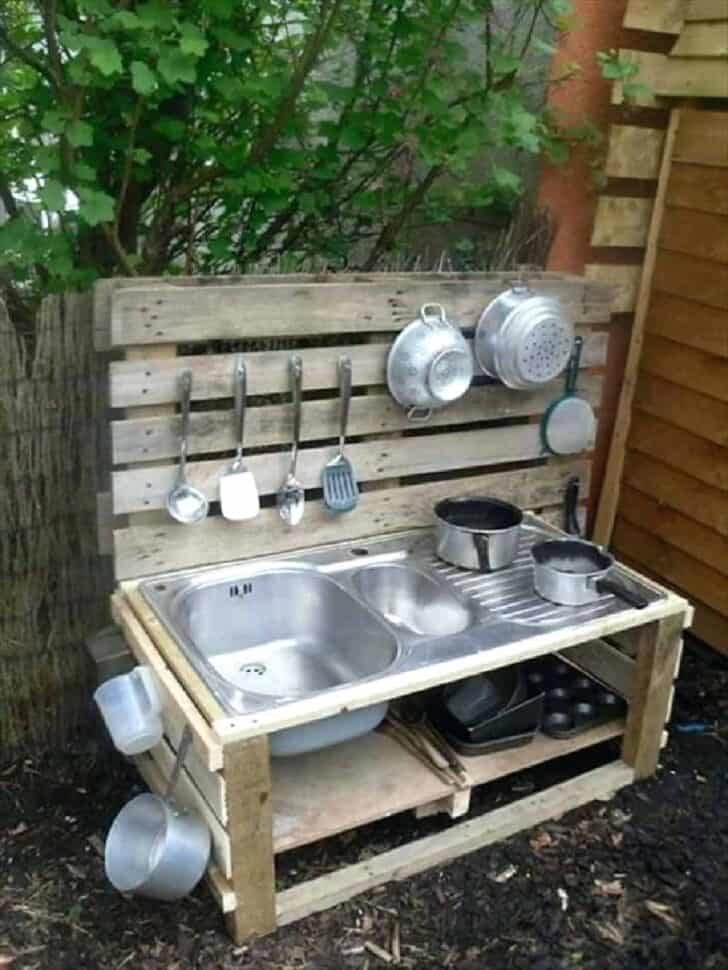 20 Mud Kitchen Ideas for Kids 13 - Kids Playhouses & Playgrounds - 1001 Gardens