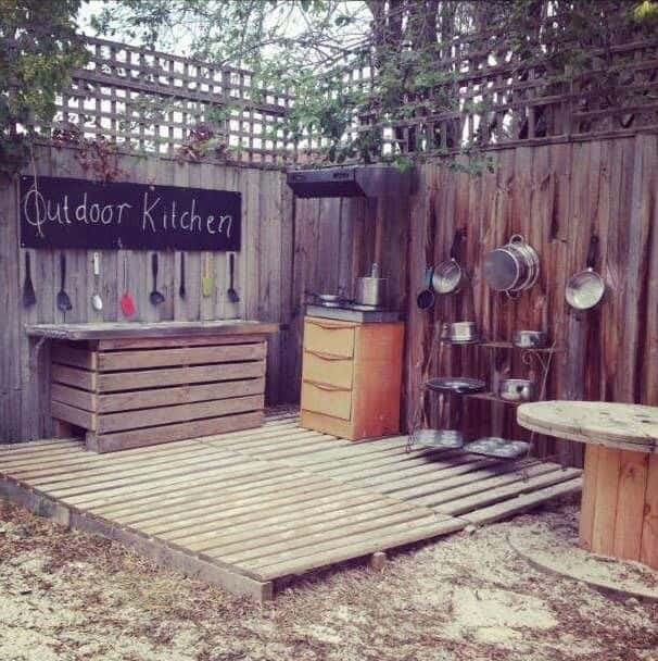 20 Mud Kitchen Ideas for Kids 6 - Kids Playhouses & Playgrounds - 1001 Gardens