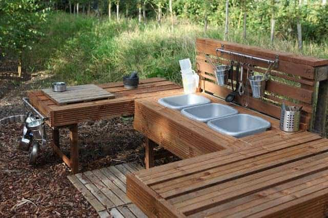 top 20 of mud kitchen ideas for kids garden ideas 1001 recycled pallet mud kitchen plans recycled pallet ideas