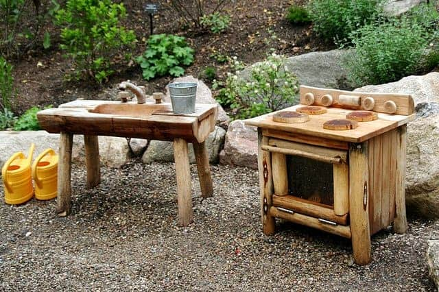 top 20 of mud kitchen ideas for kids garden ideas 1001 fanciful kid s pallet mud kitchen pallet ideas 1001