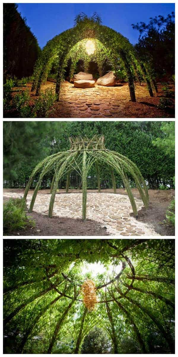 We love this living willow outdoor structure that gives you another living room in your garden ! Look so romantic ! More Living Willow Structures by Bonnie Gale on her website. #outdoorliving #gardenart #gardenideas #gardendesign #structure #1001gardens
