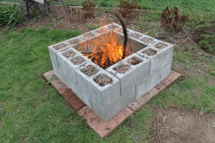 10 Ideas to Recycle Cinder Blocks in the Garden - flowers-plants-planters