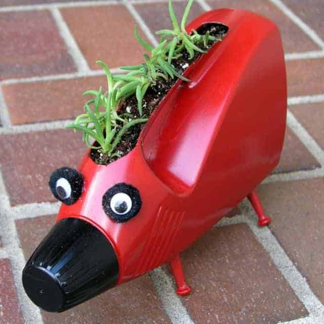Lovely Planters for Kids from Upcycled Plastic Bottles - flowers-plants-planters