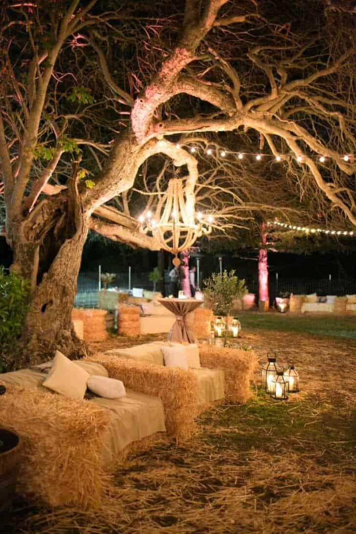 18 Ways to Use Straw Bales for a Shabby Chic Wedding/Garden Party 2 - Patio & Outdoor Furniture - 1001 Gardens