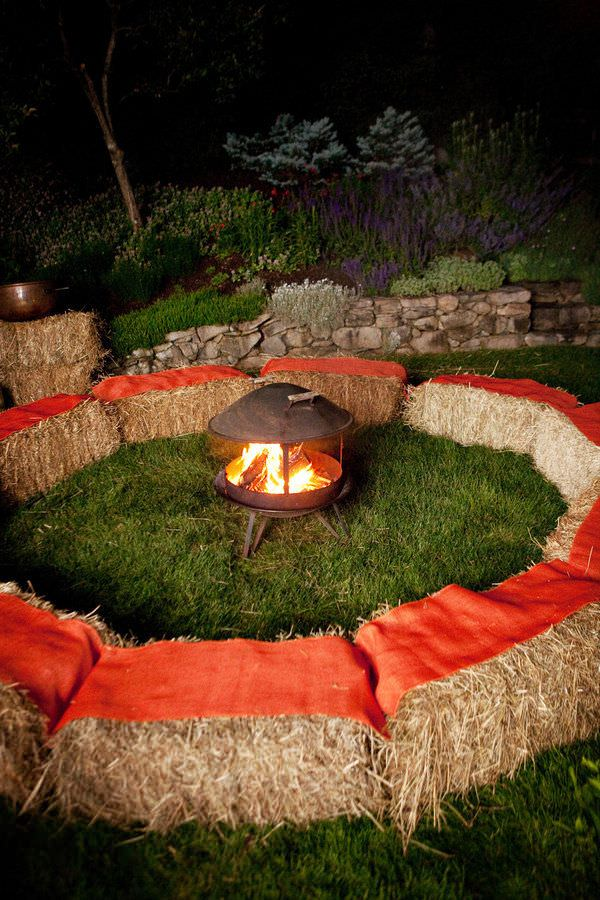 18 Ways to Use Straw Bales for a Shabby Chic Wedding/Garden Party 5 - Patio & Outdoor Furniture