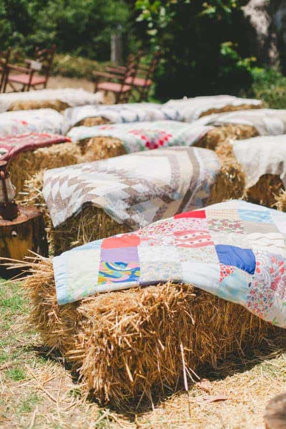 18 Ways to Use Straw Bales for a Shabby Chic Wedding/Garden Party 4 - Patio & Outdoor Furniture - 1001 Gardens