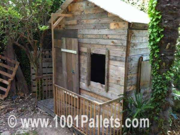 25 ideas to recycle pallets in kids pallet playhouses for Small garden huts