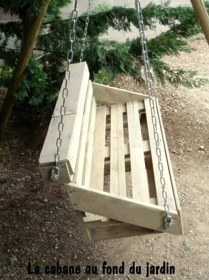 Upcycled Pallet Wood Swing for Your Garden - patio-outdoor-furniture, garden-pallet-projects-ideas