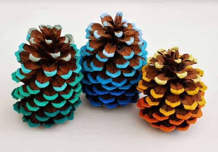 Diy Idea to Dress up Pine Cones with an Ombre Effect - garden-decor