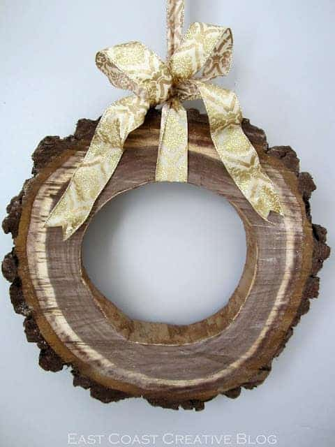 How to Make a Wood Slice Wreath for Christmas Garden Decor