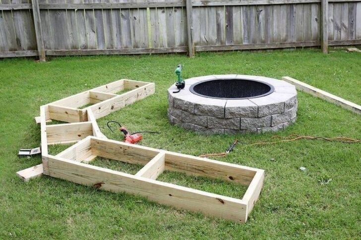 Diy circle bench around your fire pit 1001 gardens Fire pit benches