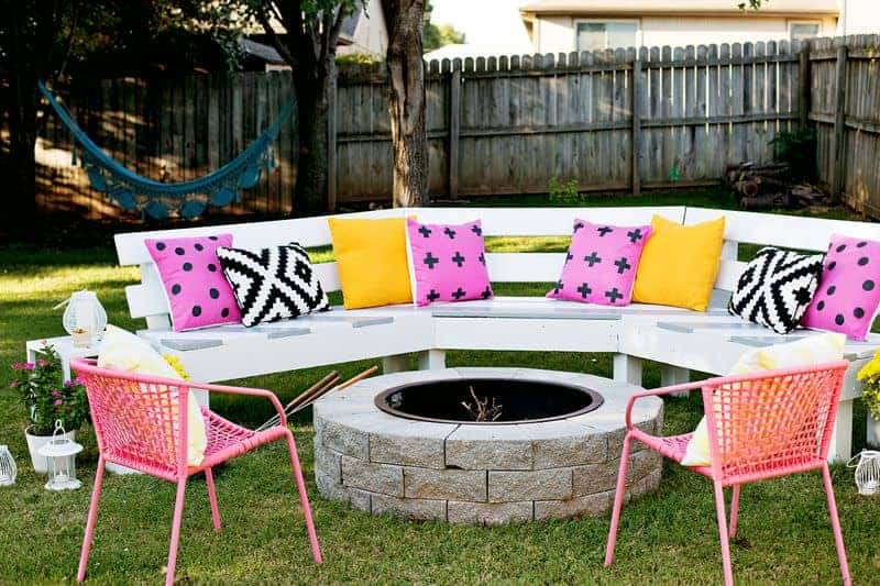 Diy Circle Bench Around Your Fire Pit - patio-outdoor-furniture, grills-bbq-firepits, garden-pallet-projects-ideas