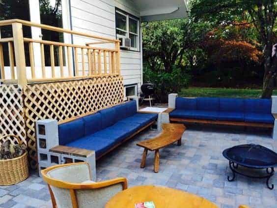 Delicieux DIY Cinder Block Cement Sectional Sofa With Wood Beams On A Paver Patio