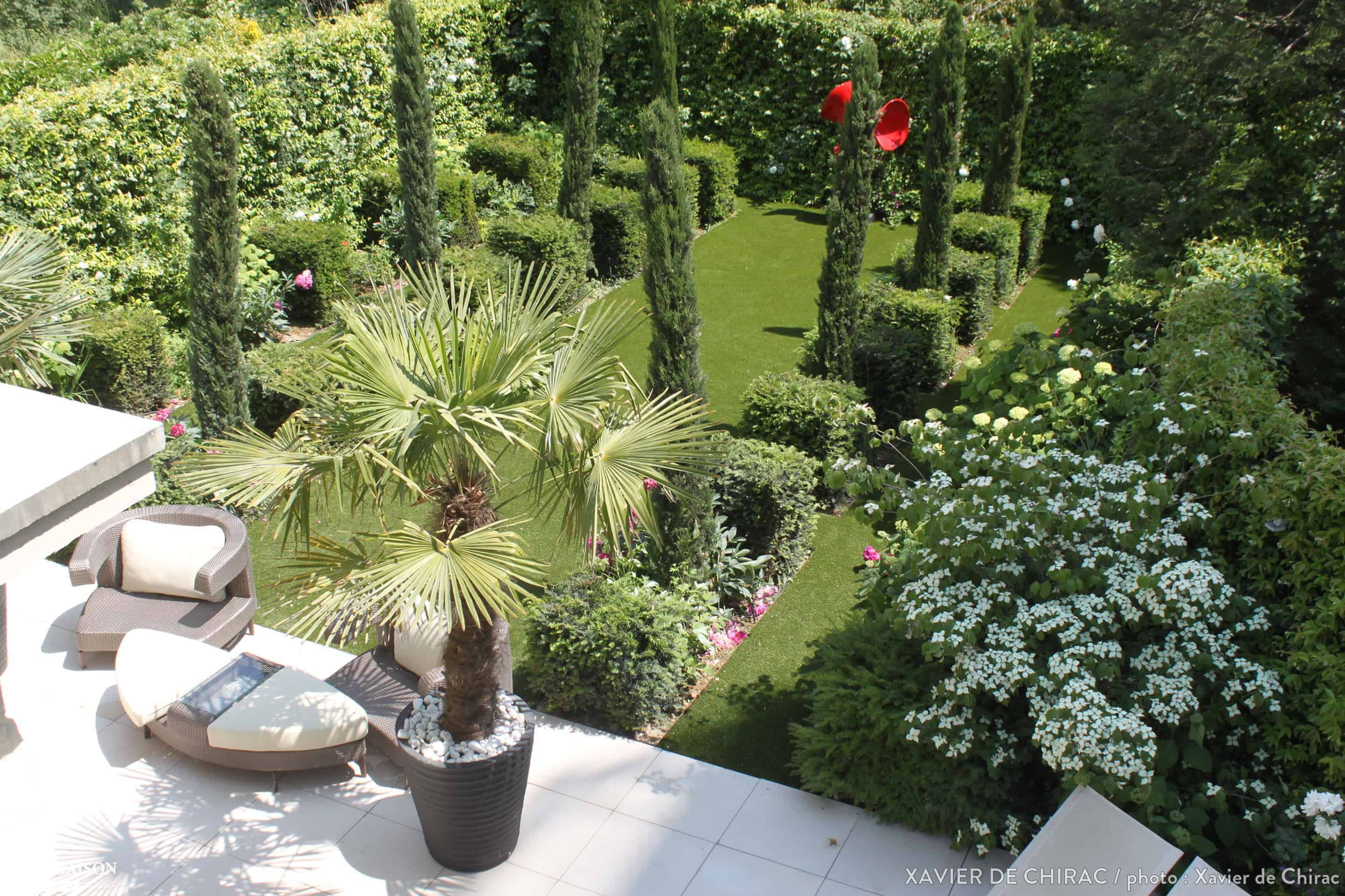 Simple design garden in the heart of paris 1001 gardens for Amenagement talus jardin