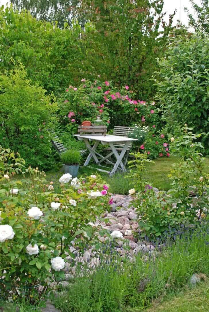 12 shabby chic bohemian garden ideas 1001 gardens for Cottage anglais