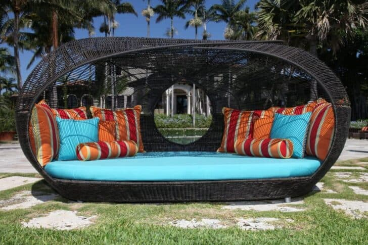 Wicker Outdoor Daybeds for a Lazy Afternoon invite the whole family!