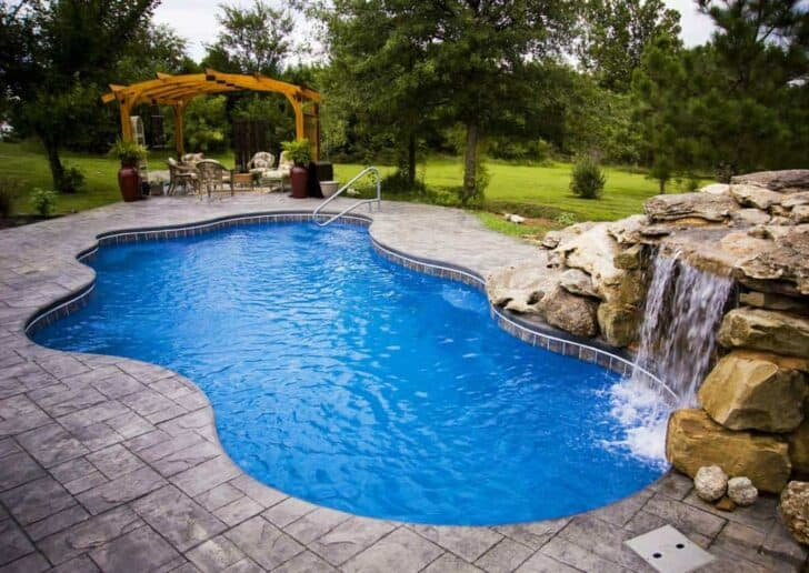 Salt water pool benefits and drawbacks 1001 gardens for Top 10 swimming pools