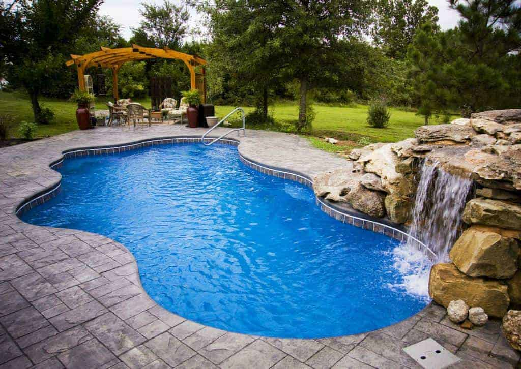 Salt water pool benefits and drawbacks 1001 gardens for Pool designs under 30000