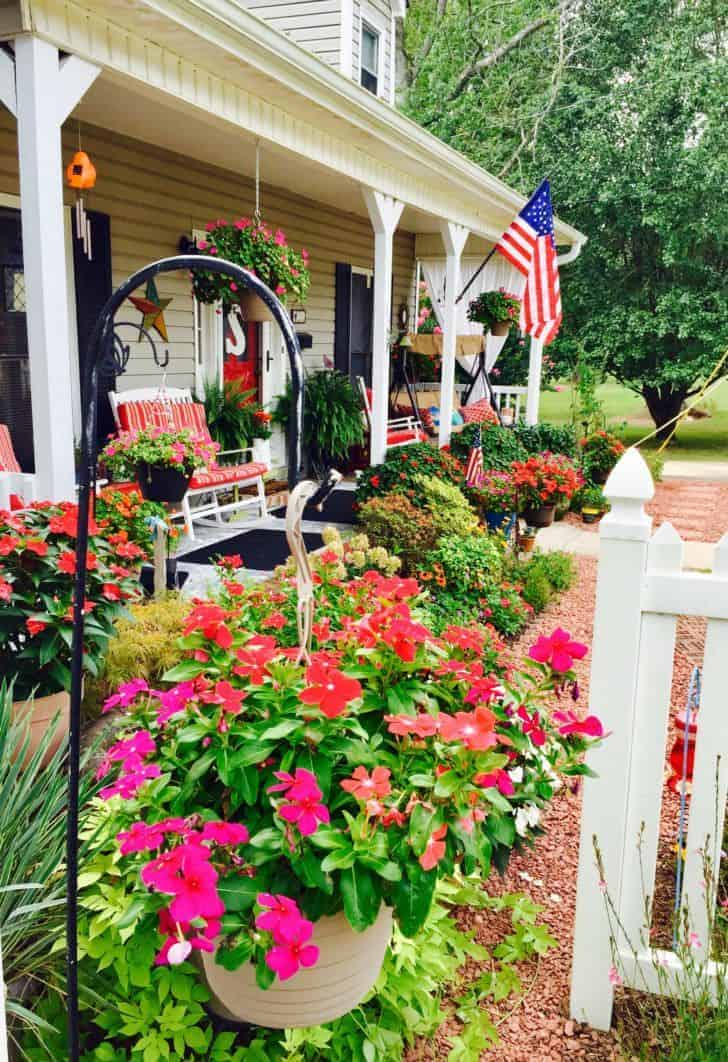 Smith Cottage Garden Provides Ideas Galore!   Landscaping, Garden Decor,  Flowers