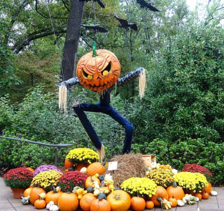 27 Best Outdoor Halloween Decorations 61 - Garden Decor