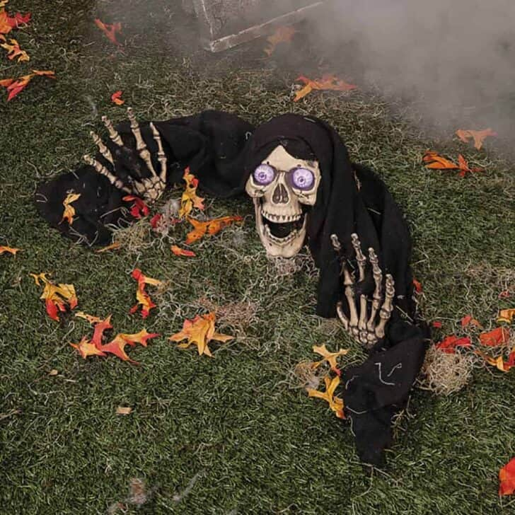 27 Best Outdoor Halloween Decorations 83 - Garden Decor