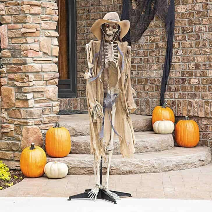 27 Best Outdoor Halloween Decorations 81 - Garden Decor