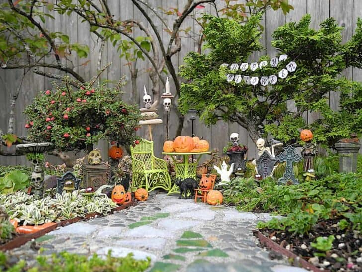 27 Best Outdoor Halloween Decorations 71 - Garden Decor