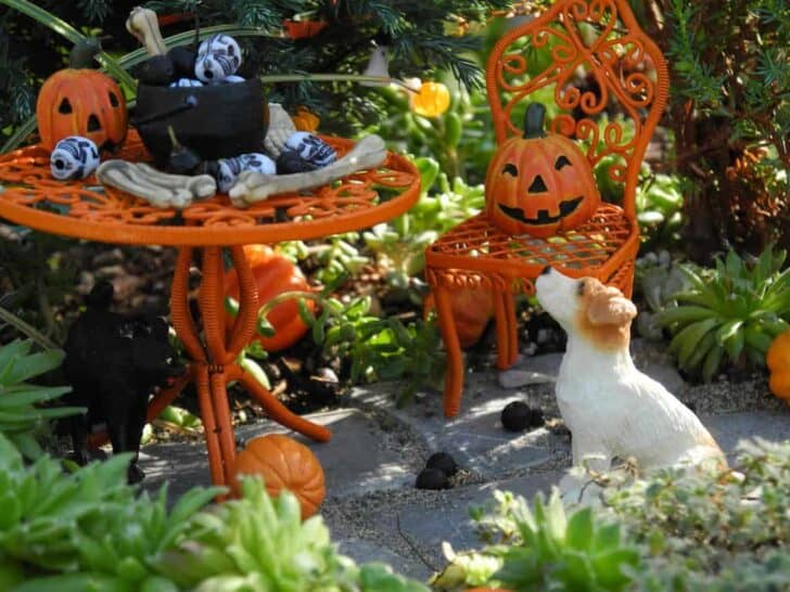 27 Best Outdoor Halloween Decorations 69 - Garden Decor