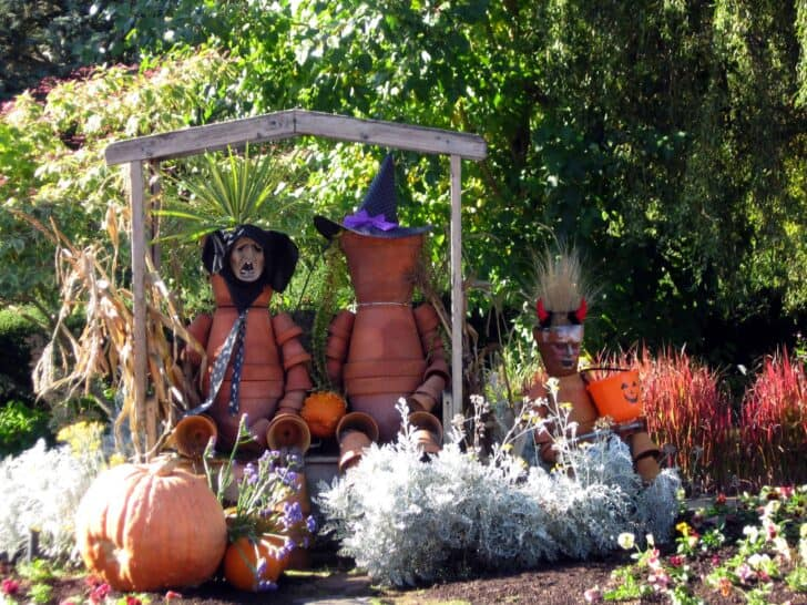 27 Best Outdoor Halloween Decorations 65 - Garden Decor