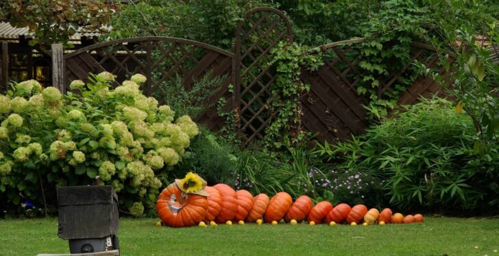 27 Best Outdoor Halloween Decorations 63 - Garden Decor