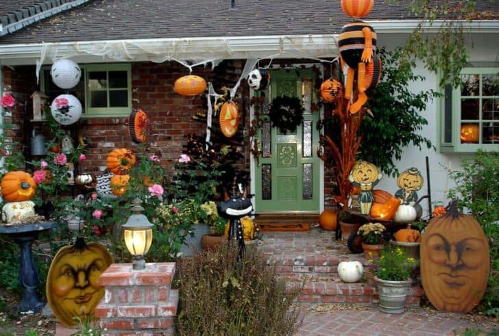 27 Best Outdoor Halloween Decorations 59 - Garden Decor