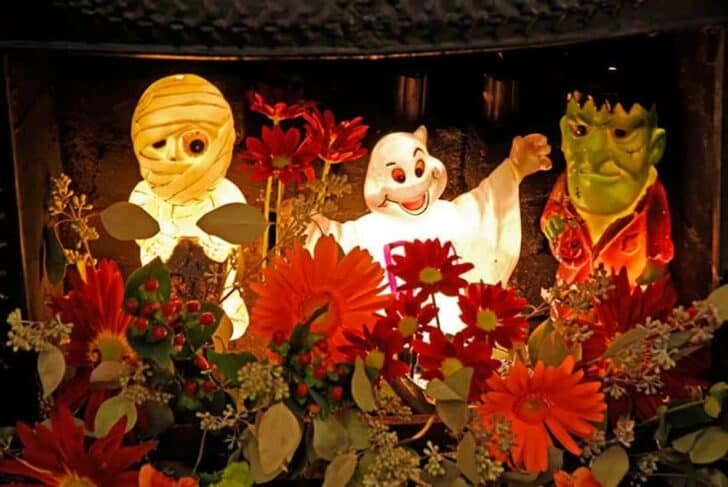 27 Best Outdoor Halloween Decorations 100 - Garden Decor