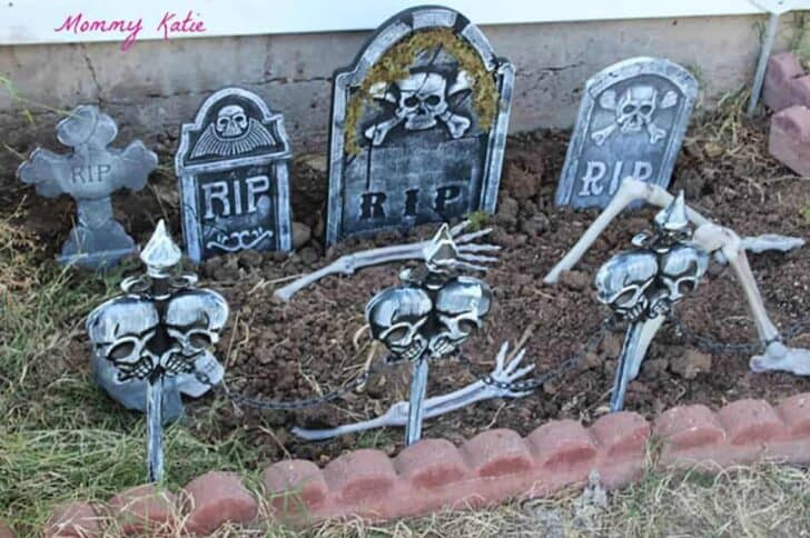 27 Best Outdoor Halloween Decorations 93 - Garden Decor