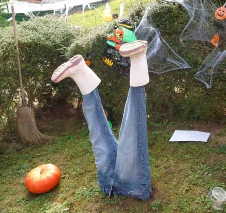 27 Best Outdoor Halloween Decorations 91 - Garden Decor