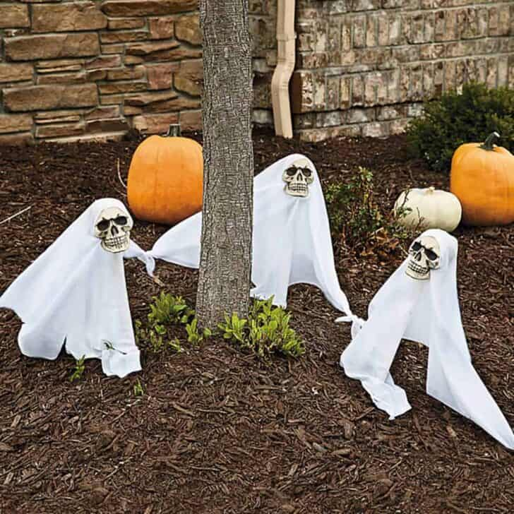 27 Best Outdoor Halloween Decorations 87 - Garden Decor
