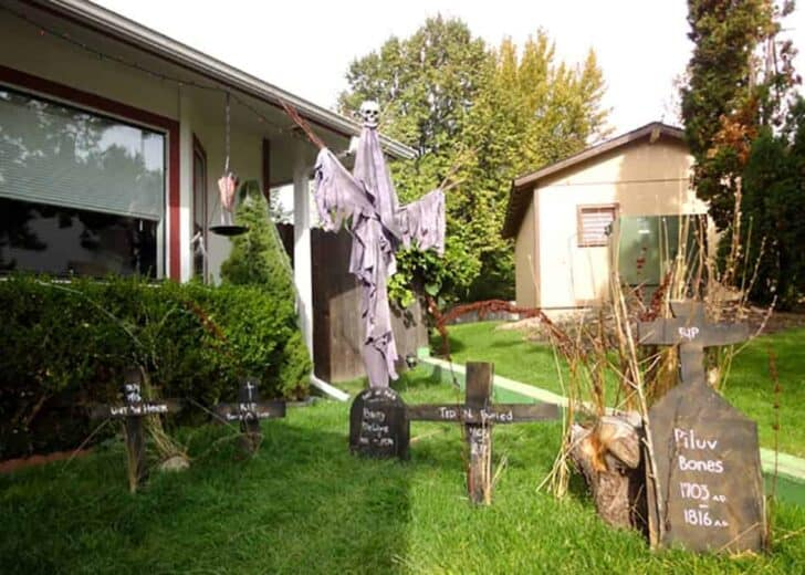27 Best Outdoor Halloween Decorations 77 - Garden Decor