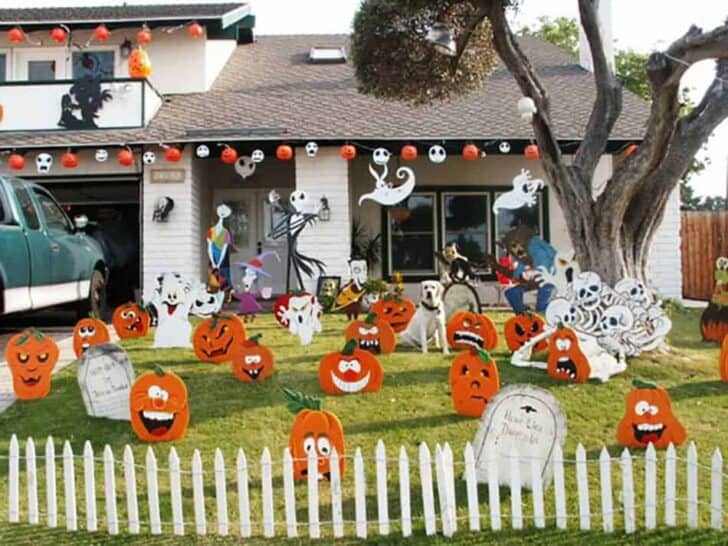 27 Best Outdoor Halloween Decorations 73 - Garden Decor